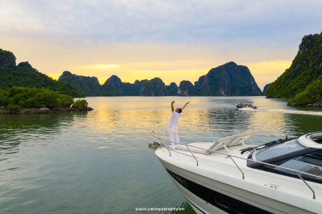 Halong Luxury Yacht Charter - 4hours Cruise