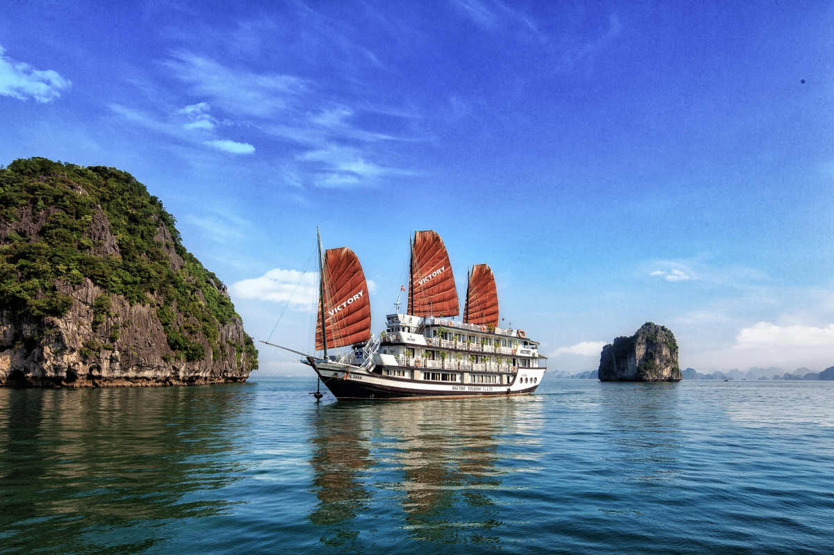 Luxury Chartered Boat -Halong