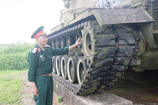 General Huy- North Vietnam army with his former troops visit back Khe Sang