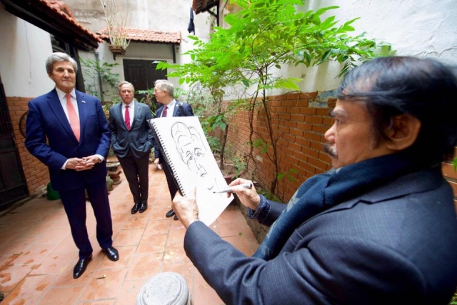 John Kerry visited Pham Luc artist home
