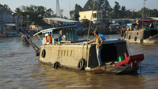 boat transfer in mekong delta